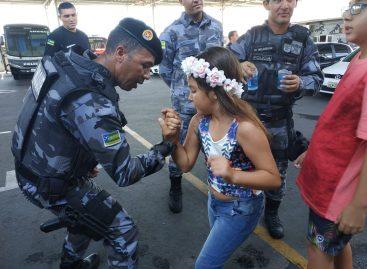 Crianças realizam sonho de conhecer o Batalhão de Choque da PMSE