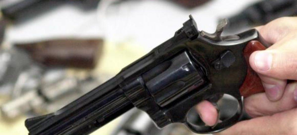 Jovem é assassinado a tiros enquanto se preparava pra dormir