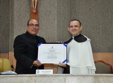 Cabo Amintas concede título de Cidadão Aracajuano ao Frei Cidmário, do bairro Suíssa