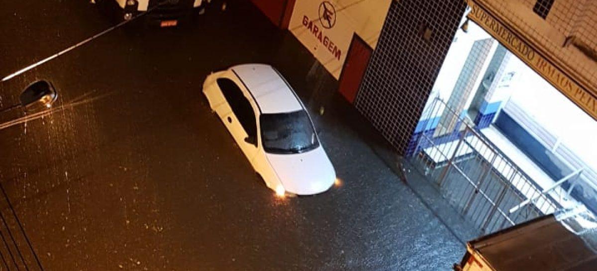 Chove muito em todo estado de Sergipe; Aracaju registra vários alagamentos