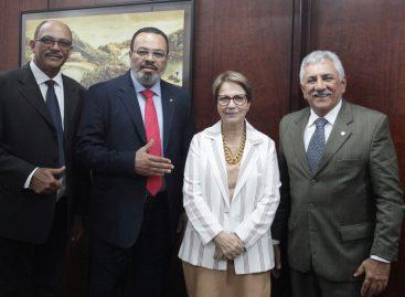 Valdevan busca solução em curto prazo para reabertura dos matadouros sergipanos