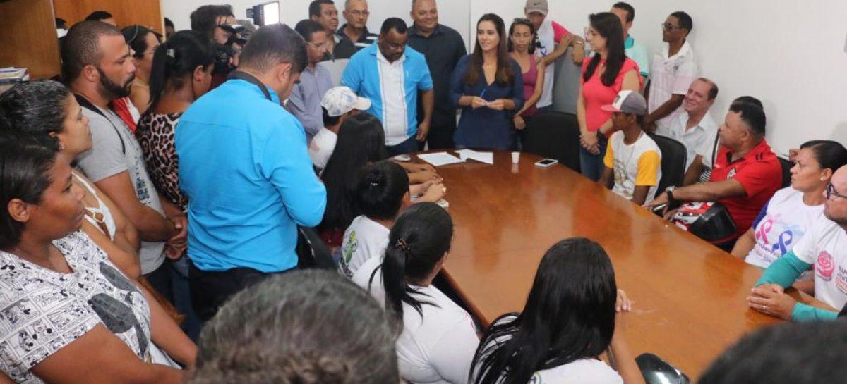Prefeita sanciona leis do reajuste do piso do magistério e dos agentes de saúde