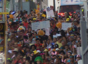 Prefeitura reforça prevenção no Carnaval com distribuição de camisinhas no Rasgadinho
