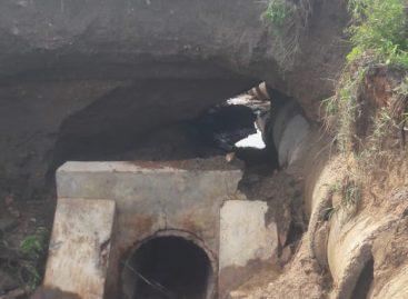 Cratera se abre em rodovia estadual que liga Porto da Folha a Monte Alegre
