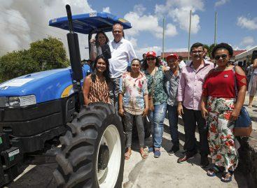 Governador entrega equipamentos e firma parcerias para o desenvolvimento agrícola