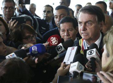 Bolsonaro diz que governo estuda reduzir impostos de empresas
