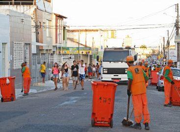 Equipes da Emsurb garantem cidade limpa e organizada no período do Carnaval