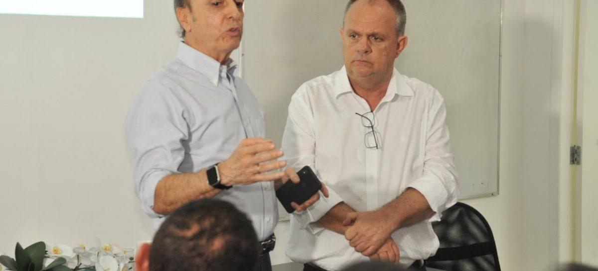Belivaldo visita Hospital Cirurgia ao lado de equipe técnica do Hospital de Barretos