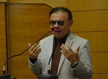 Gilmar vê risco à democracia e critica ataque de Bolsonaro a Rodrigo Maia