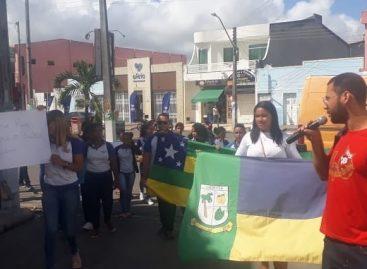 Estudantes protestam em Umbaúba por falta de Transporte Escolar