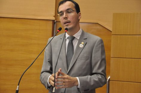 """Georgeo: """"Governo enterrou R$ 15 milhões do povo"""""""