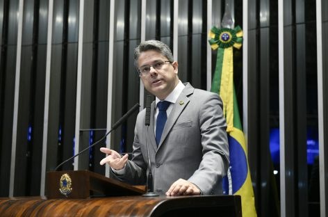 Alessandro Vieira vê movimentação de ministros contra democracia e contra lei