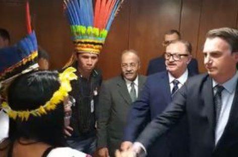 Bolsonaro defende mineração e agropecuária em terras indígenas