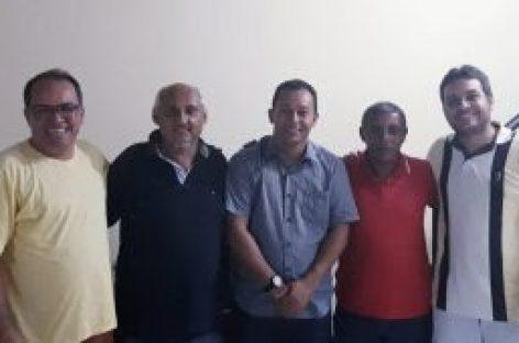 Líderes do MST de Estância conversam com Dominguinhos sobre a sucessão municipal.