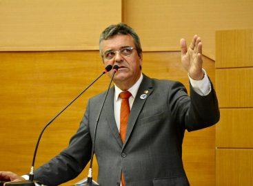 Luciano Pimentel faz convite para sanção de PL que beneficiará autistas