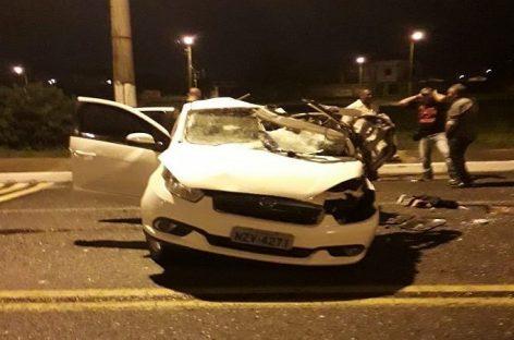 Homem morre após bater o carro em poste na zona de expansão