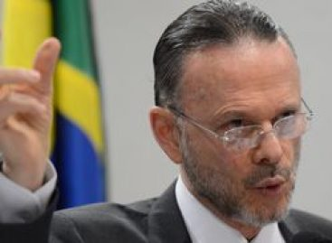 Ex-presidente do BNDES nega participação em irregularidades