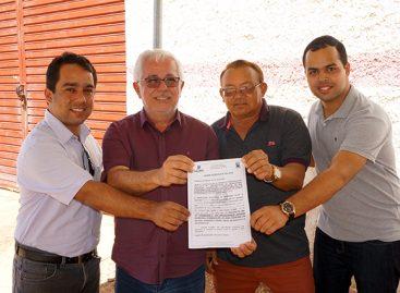 Prefeito Luciano de Vital assina ordem de serviço para pavimentação na Sapucaia