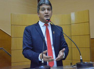 Samuel Carvalho enumera problemas na Educação Pública de Sergipe