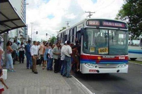 Setransp apresenta à SSP levantamento da queda do número de assaltos a ônibus que irá a Manaus