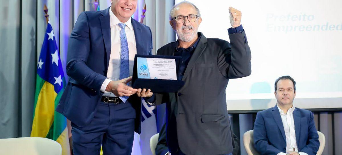Prefeito empreendedor: Diógenes Almeida conquista 1º lugar na categoria desburocratização