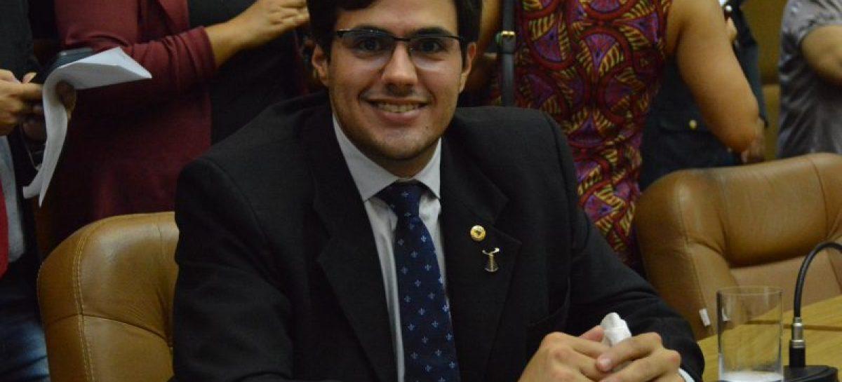 Talysson de Valmir reivindica reforma e ampliação de ginásio em Frei Paulo