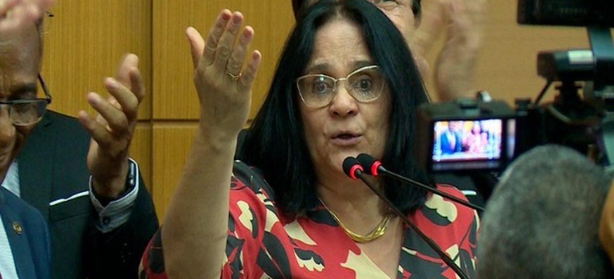 Ministra Damares Alves desmente que tenha pedido para sair do Governo