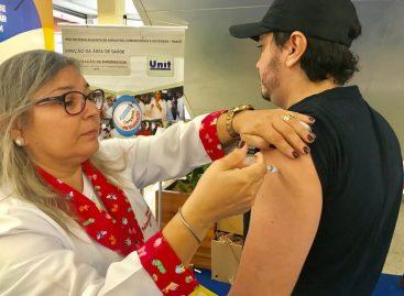 Prefeitura vacina 648 pessoas durante ação em shoppings de Aracaju