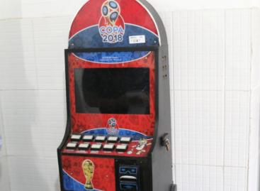 PC apreende máquina de jogo caça-níquel no bairro Siqueira Campos
