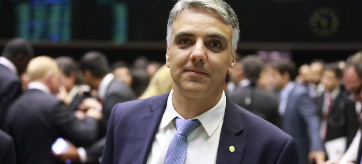 PL que pune agente que permitir acesso de preso a celular chega ao Senado