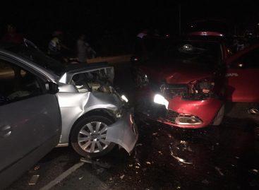 Bezerro solto em rodovia provoca grave acidente envolvendo três veículos de passeio