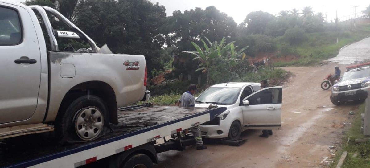 Policiais trocam tiros com bandidos, recuperam dois veículos e marginais fogem