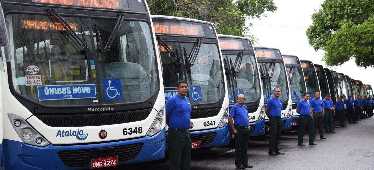 Prefeito Edvaldo Nogueira entrega 28 novos ônibus para Aracaju