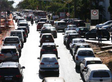 Licenciamento de veículos com placa final 4 deve ser efetuado até dia 31