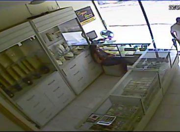 Polícia Civil procura homem que assaltou joalheria em Nossa Senhora da Glória