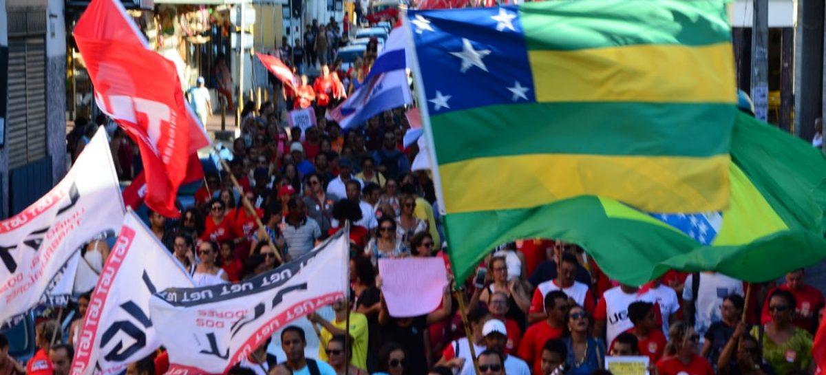 """Greve: """"Esta é a reação dos que não aceitam um governo que desmonta a educação pública"""", diz João Daniel"""