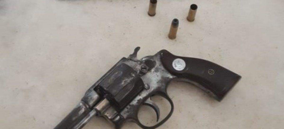 Suspeito é baleado após polícia ser recebida a tiros no bairro Estação em Lagarto