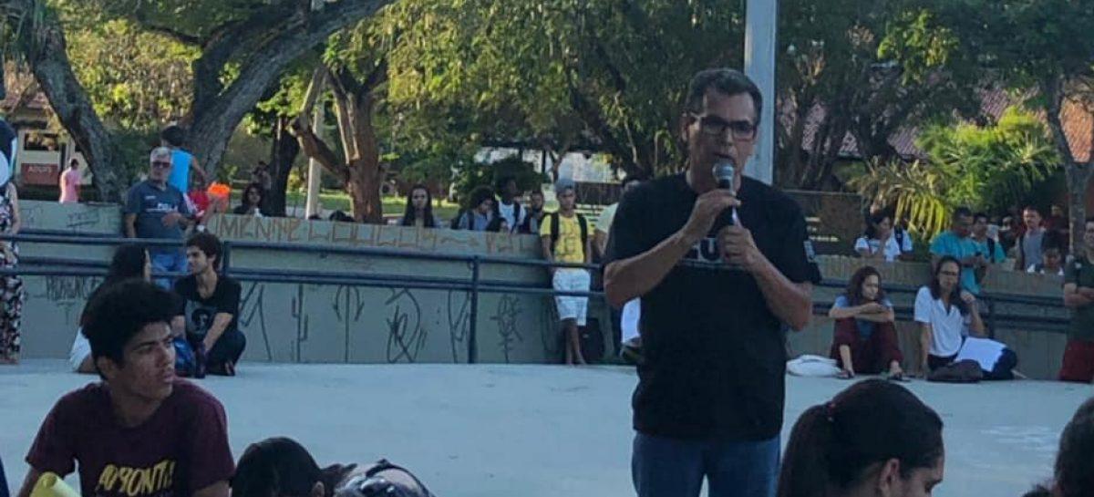 Manifestação na UFS reúne forças em defesa do ensino público nas Universidades