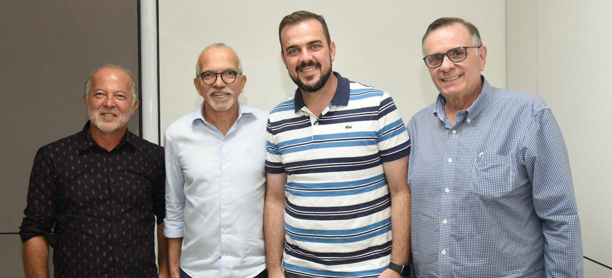 Edvaldo Nogueira recebe visita do prefeito de Aparecida de Goiânia