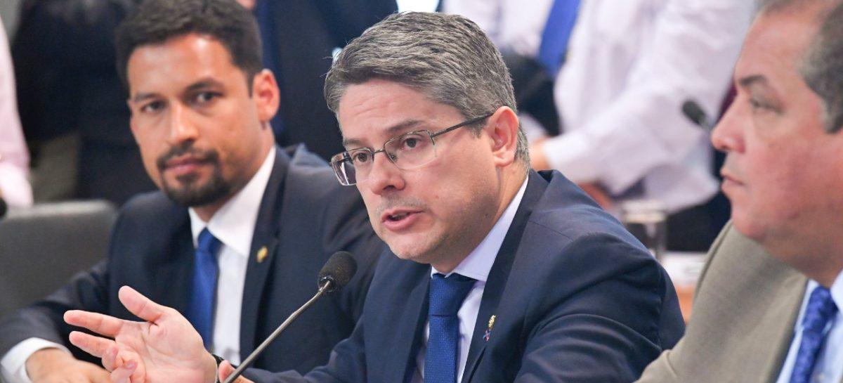 Ministro da Educação vai ao Senado mas não diz como os cortes foram decididos