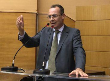 """""""O consumidor precisa estar ciente do que adquire"""", diz Zezinho Sobral sobre PL da Água Mineral"""