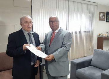 Desembargador apresenta projeto do Judiciário a Luciano Bispo