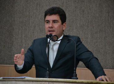 """""""A oposição critica e o servidor público agradece"""", ironiza Armando Batalha Junior"""