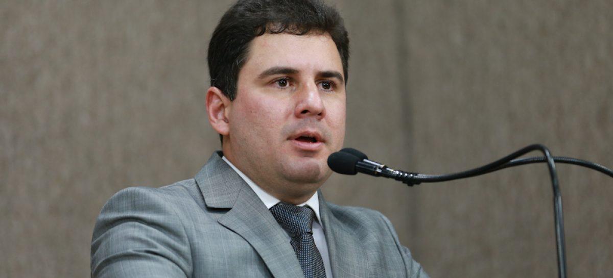 """Armando Batalha Jr não descarta candidatura, mas diz: """"lá passa pelo meu pai"""""""