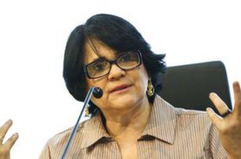 Ministra Damares Alves fala contra aborto no Parlamento argentino
