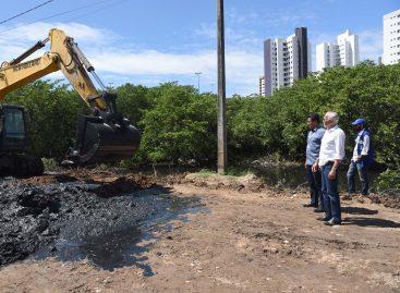 Prefeitura realiza limpeza preventiva no canal do Tramandaí