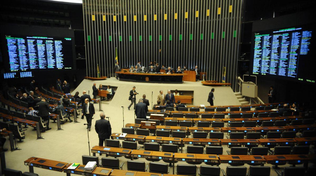 Aposentadoria de policiais e professores entra em discussão na Câmara