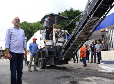 Edvaldo entrega novas máquinas para ampliar obras de recapeamento asfáltico