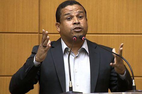 """Márcio Souza diz que """"administração de Gilson Andrade é pífia"""""""
