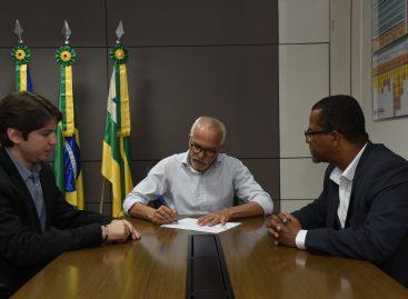 Edvaldo assina decreto que amplia prazo para contribuinte solicitar isenção do IPTU
